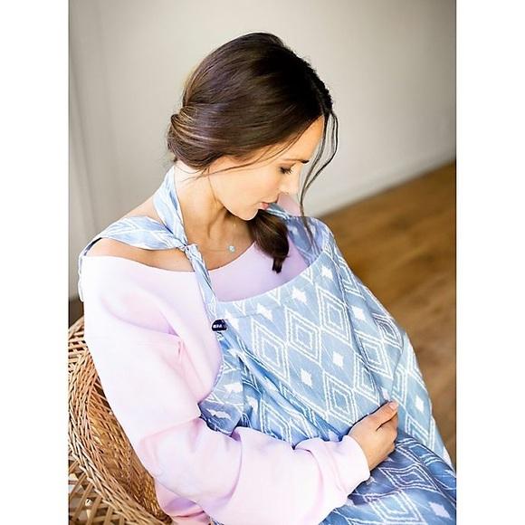 ⚡️SALE⚡️Bebe au Lait Nursing Blanket Cover